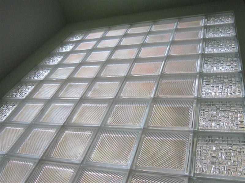 Tại sao gạch kính lại được ưa chuộng trong thi công nhà ở?